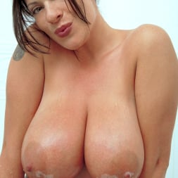 Linsey Dawn McKenzie in 'Linsey Dawn McKenzie' Share And Share Alike (Thumbnail 10)