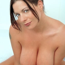 Linsey Dawn McKenzie in 'Linsey Dawn McKenzie' Share And Share Alike (Thumbnail 11)