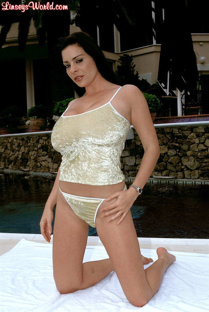 Linsey Dawn McKenzie 'The Deep End' starring Linsey Dawn McKenzie (Photo 1)