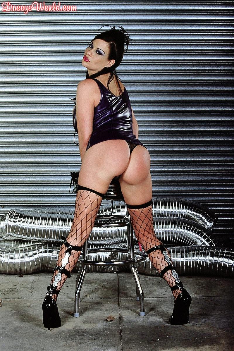 Linsey Dawn McKenzie 'Whip It' starring Linsey Dawn McKenzie (Photo 2)
