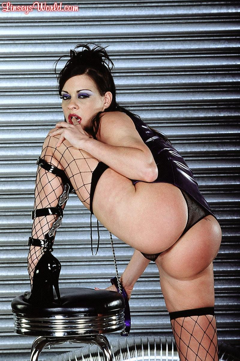 Linsey Dawn McKenzie 'Whip It' starring Linsey Dawn McKenzie (Photo 8)