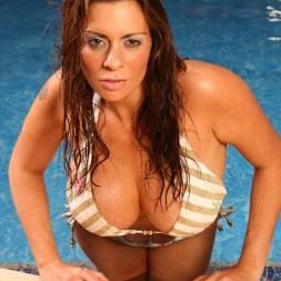 Linsey Dawn McKenzie in 'Linsey Dawn McKenzie' Pool Party (Thumbnail 4)