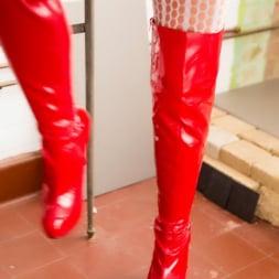 Lynda Leigh in 'Lynda Leigh' BBC Toilet Tease (Thumbnail 5)