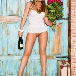 Lynda Leigh in 'Lynda Leigh' Happy Valentines Ex (Thumbnail 4)