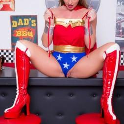 Lynda Leigh in 'Lynda Leigh' Horny Superhero (Thumbnail 3)