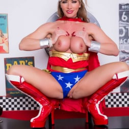 Lynda Leigh in 'Lynda Leigh' Horny Superhero (Thumbnail 7)