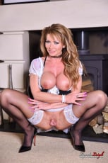 Lynda Leigh - Naughty Maid (Thumb 19)
