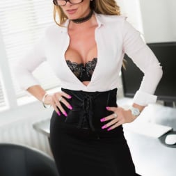 Lynda Leigh in 'Lynda Leigh' Office Interview (Thumbnail 2)