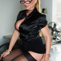 Lynda Leigh in 'Lynda Leigh' Office Pervert JOI (Thumbnail 2)