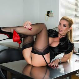 Lynda Leigh in 'Lynda Leigh' Office Pervert JOI (Thumbnail 9)