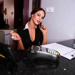 Megan Coxxx in 'Daring Sex' Hotel Voyeur (Thumbnail 1)
