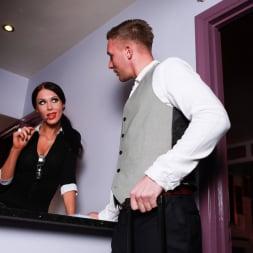 Megan Coxxx in 'Daring Sex' Hotel Voyeur (Thumbnail 2)