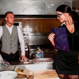 Megan Coxxx in 'Daring Sex' Hotel Voyeur (Thumbnail 3)