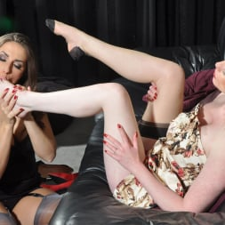 Paige Turnah in 'Paige Turnah' Warm Feet (Thumbnail 9)