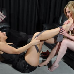 Paige Turnah in 'Paige Turnah' Warm Feet (Thumbnail 15)