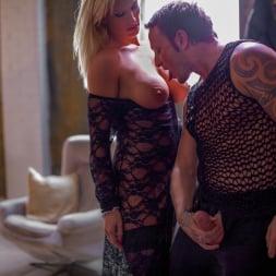 Rebecca More in 'Daring Sex' Milf Mayhem (Thumbnail 10)