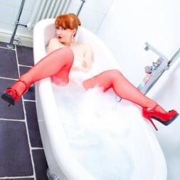 Red XXX in 'Red XXX' Bath (Thumbnail 5)
