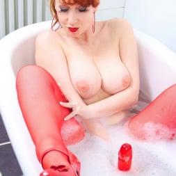 Red XXX in 'Red XXX' Bath (Thumbnail 6)
