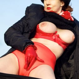 Red XXX in 'Red XXX' Country Red (Thumbnail 6)