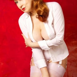 Red XXX in 'Red XXX' Getting An Eyeful (Thumbnail 5)
