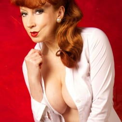 Red XXX in 'Red XXX' Getting An Eyeful (Thumbnail 6)