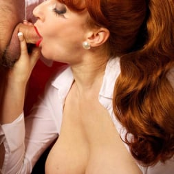 Red XXX in 'Red XXX' Getting An Eyeful (Thumbnail 14)