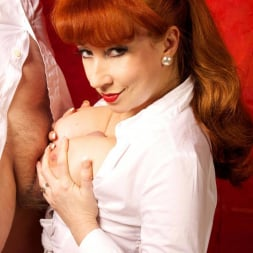 Red XXX in 'Red XXX' Getting An Eyeful (Thumbnail 17)