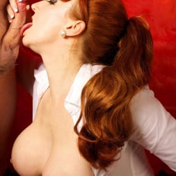 Red XXX in 'Red XXX' Getting An Eyeful (Thumbnail 18)