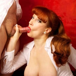 Red XXX in 'Red XXX' Getting An Eyeful (Thumbnail 19)