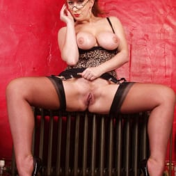 Red XXX in 'Red XXX' Hot MILF (Thumbnail 19)