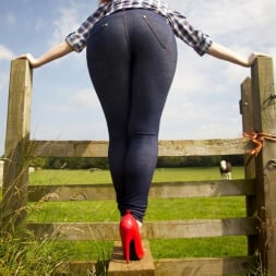 Red XXX in 'Red XXX' Jeans (Thumbnail 6)