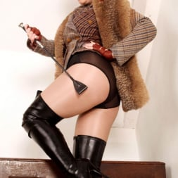 Red XXX in 'Red XXX' Tweed (Thumbnail 2)
