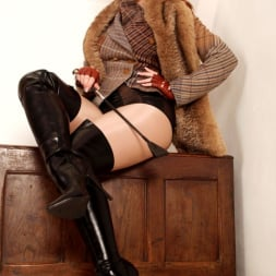 Red XXX in 'Red XXX' Tweed (Thumbnail 5)