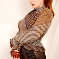 Red XXX in 'Red XXX' Tweed (Thumbnail 7)