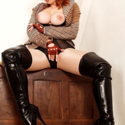 Red XXX in 'Red XXX' Tweed (Thumbnail 11)