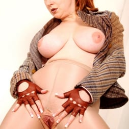 Red XXX in 'Red XXX' Tweed (Thumbnail 17)