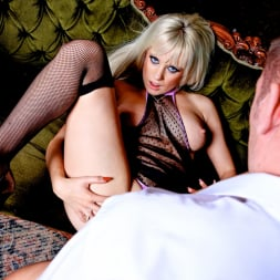 Syren Sexton in 'Daring Sex' The Perfect Hustle (Thumbnail 10)